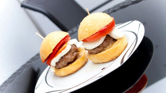 Italsk hamburger la formaggeria for Cucinare hamburger microonde